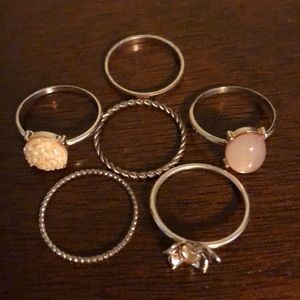 Ring stack set gold colour 💍 $10 Add On🛍